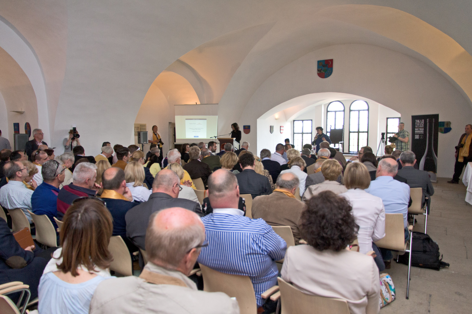Nagy-Tokaji-Borarveres-2015-terem-Tokaji-borlovagrend-Szentirmai-Zsolt