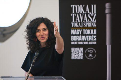 Great Tokaj Wine Auction - Confrerie de Tokaj - photo of auctioneer